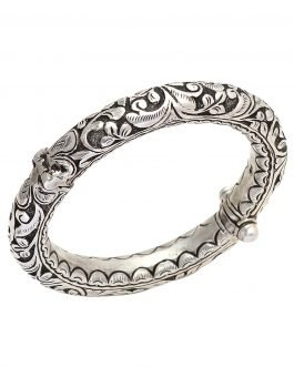 Vintage crafted silver bangle